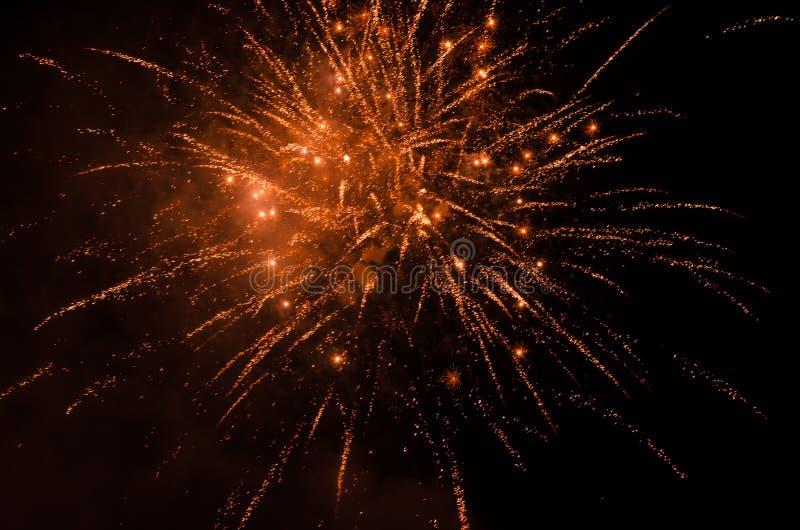 Фейерверки в небе на ноче стоковое изображение
