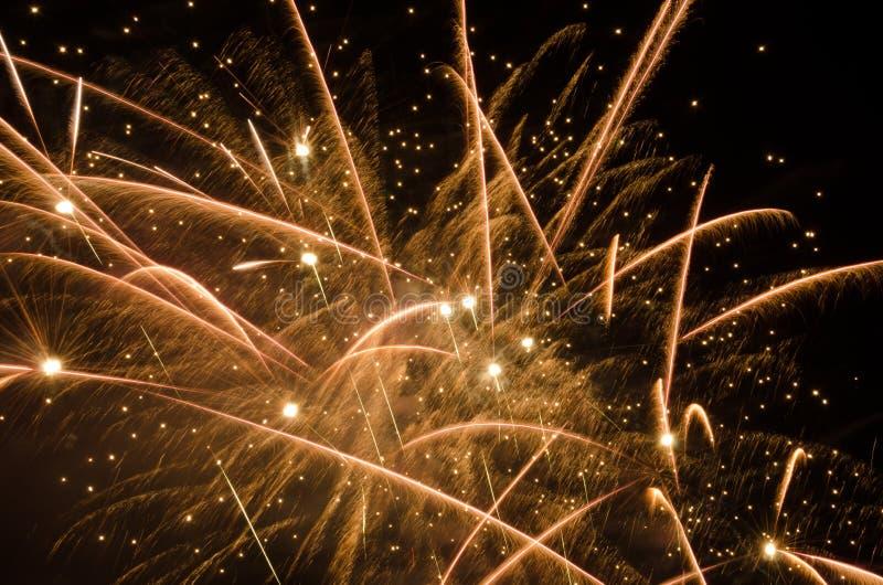 Фейерверки в небе на ноче стоковые фото