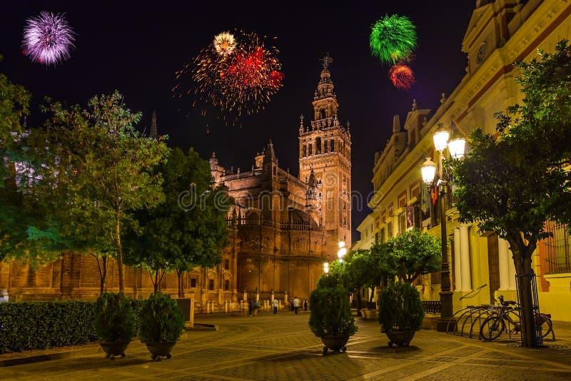 Фейерверки в Севилье Испании стоковые изображения rf
