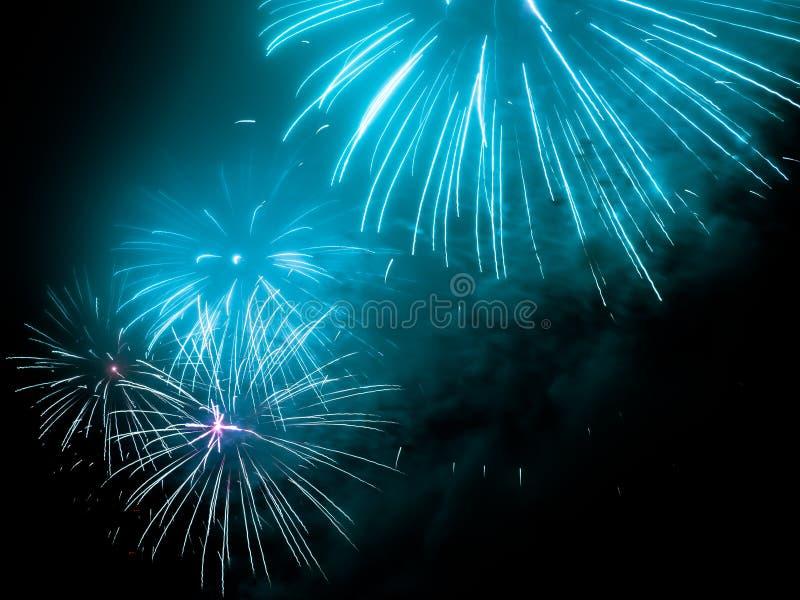 Фейерверки в любом европейском городе на кануне Новых Годов стоковое изображение rf