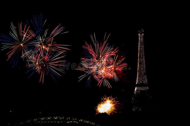 Фейерверки 2019 дня Бастилии в Париже стоковые фотографии rf