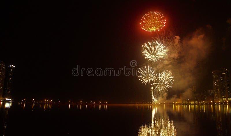 Фейерверки карниза кануна Нового Годаа стоковые фото