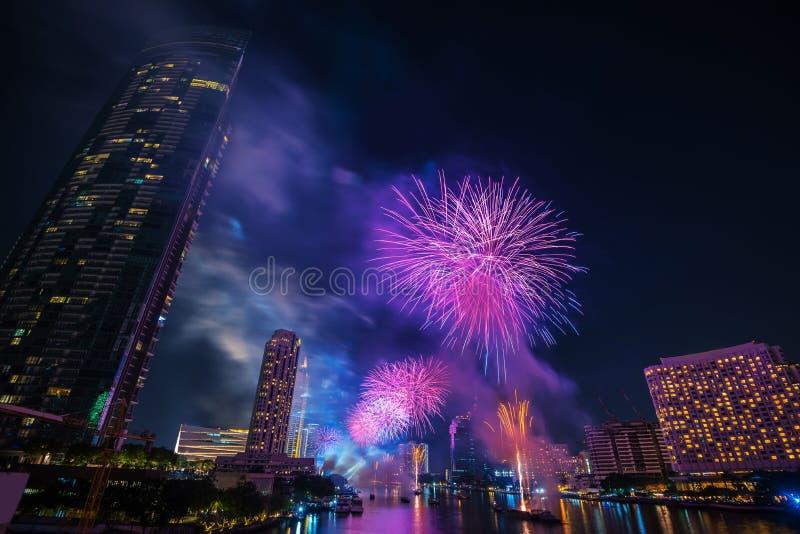 Фейерверки комплекса предпусковых операций Нового Года Бангкока стоковая фотография rf