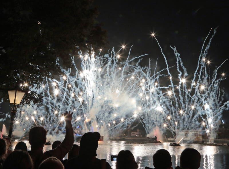 Фейерверки, мир Уолт Дисней, Орландо, Флорида на парке Epcot стоковые изображения rf