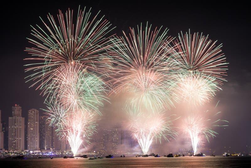 Фейерверки национального праздника в Дубай стоковые фото