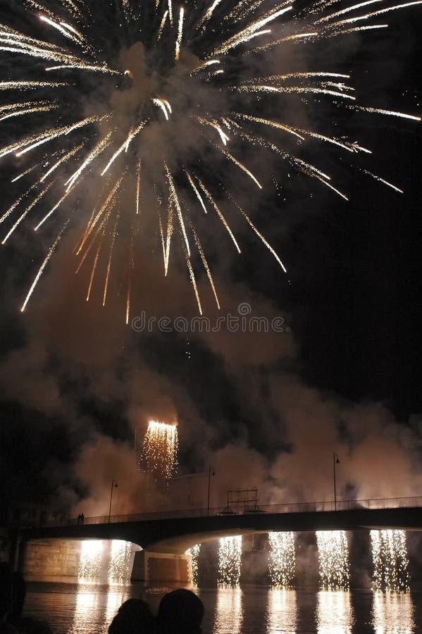 Фейерверки над рекой Арно стоковые фото