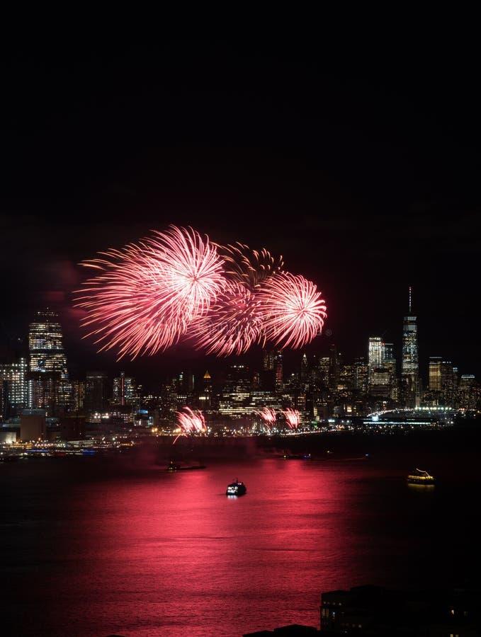 Фейерверки Нью-Йорка стоковое изображение rf