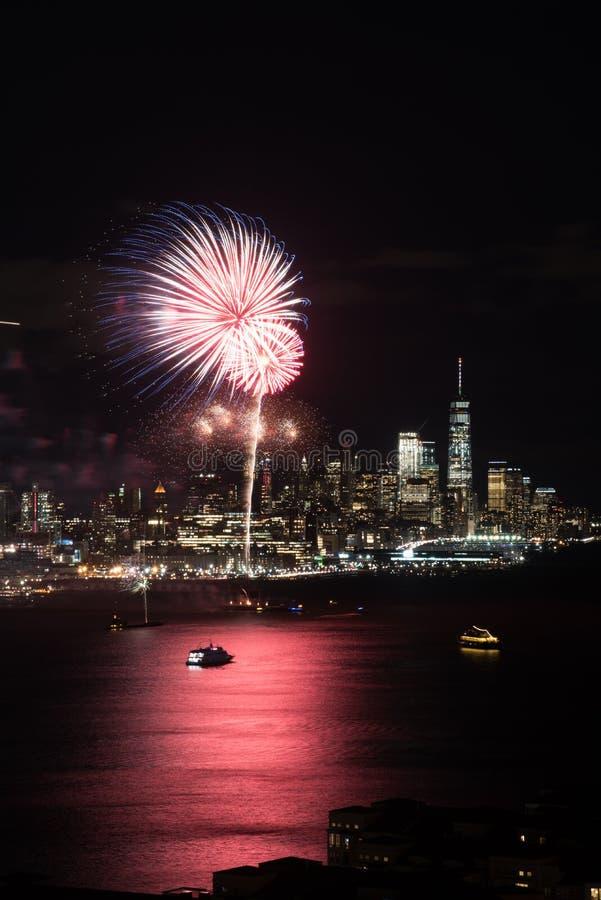 Фейерверки Нью-Йорка стоковые изображения rf