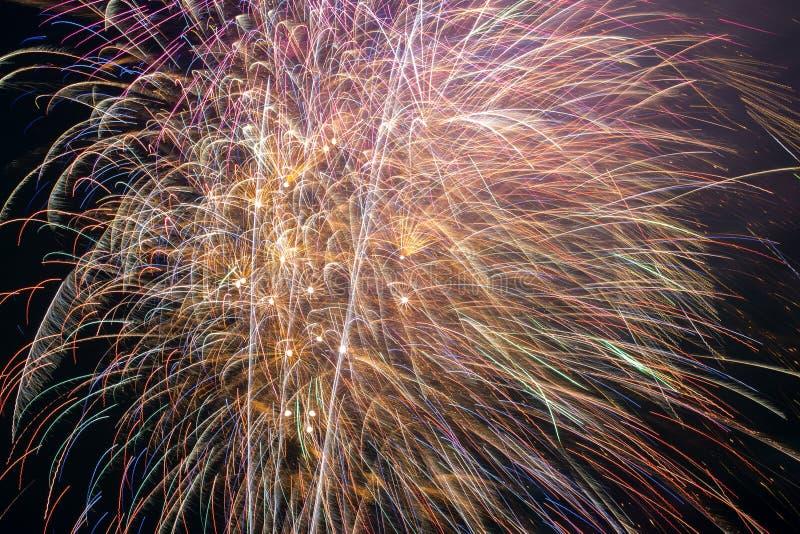 Фейерверки с ночным небом стоковое изображение rf
