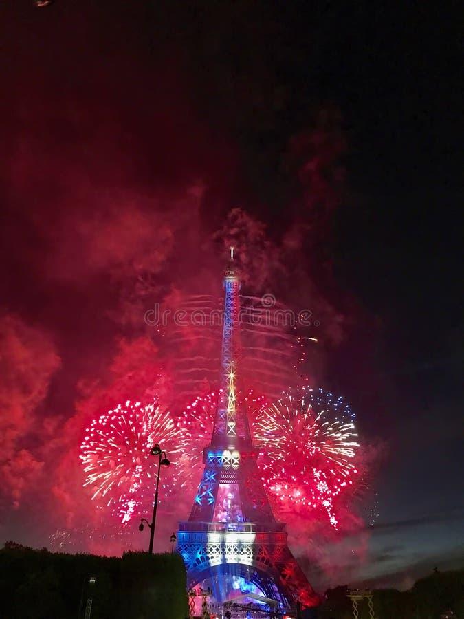 Фейерверки Eiffel стоковое изображение rf
