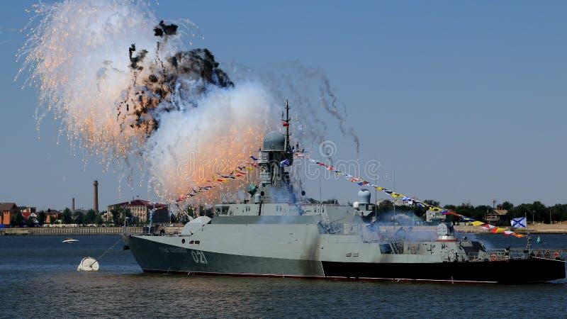 Фейерверк, день военно-морского флота, Рекы Волга стоковое фото rf