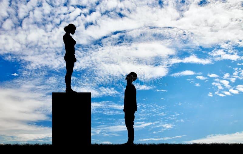 Феминисты silhouettes положение на постаменте смотря вниз на человеке стоковые изображения rf