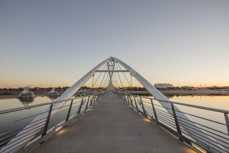 Феникс, AZ, США - 9-ое ноября 2016: Мост в центре Tempe для TCA искусств стоковая фотография