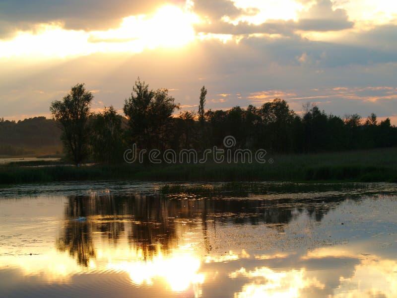 Феноменальный заход солнца стоковые фотографии rf