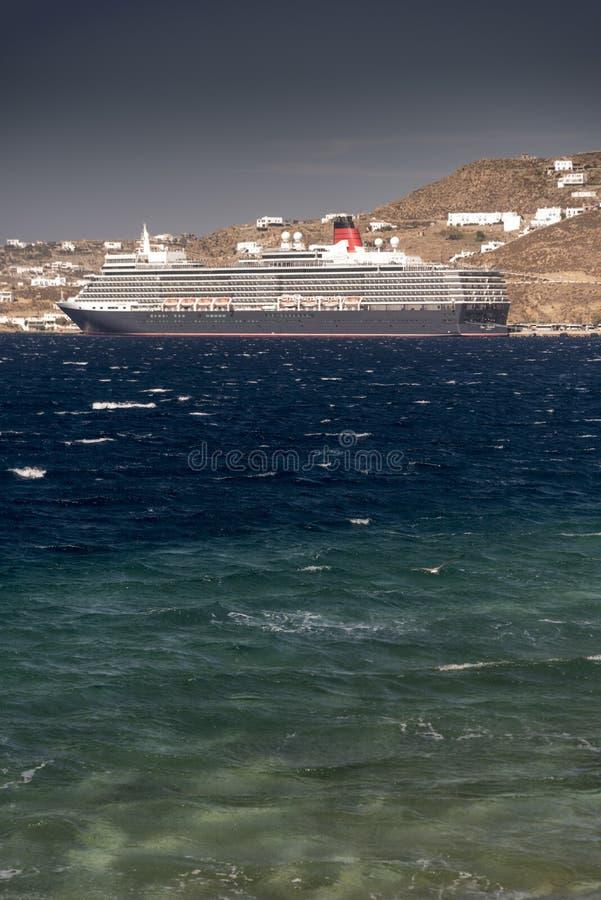 Ферзь Элизабет MS наряду в Mykonos Греции стоковая фотография