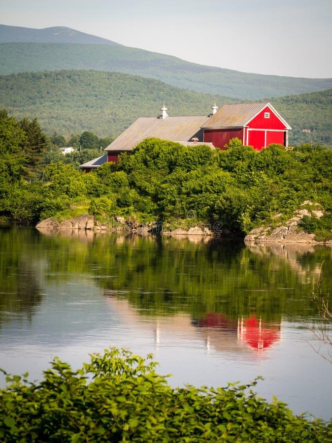 Ферма Вермонта Рекой стоковые фото