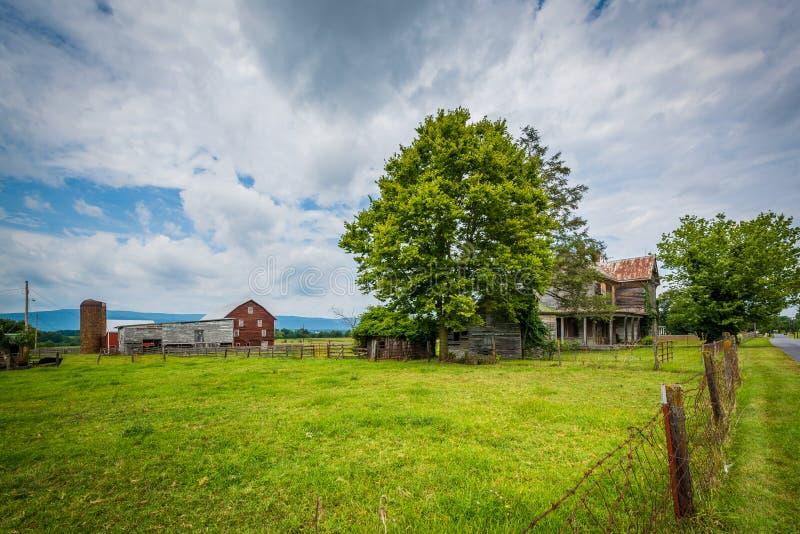 Ферма в Elkton, в Shenandoah Valley Вирджинии стоковая фотография rf