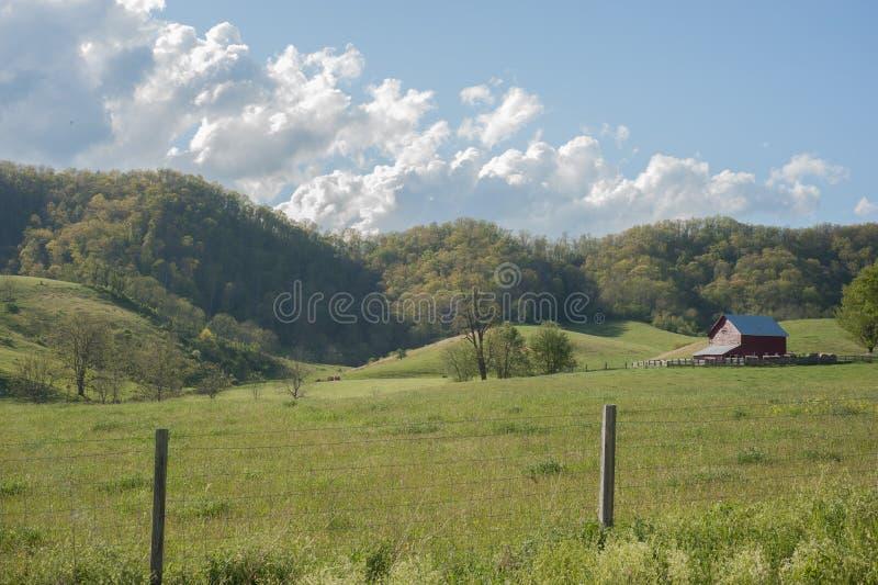 Ферма и загородка стоковое изображение
