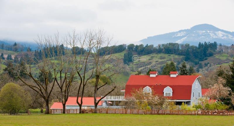 ферма сельской местности амбара стоковые изображения rf