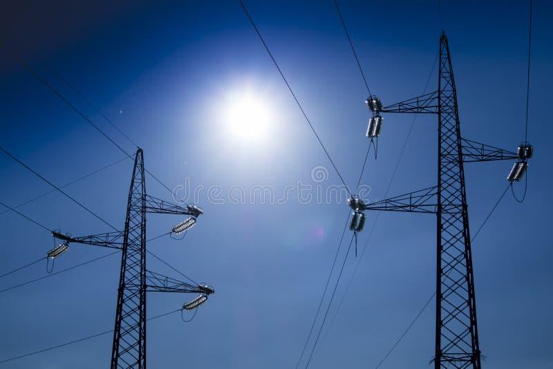 Ферменные конструкции для транспортировать электричество стоковые фотографии rf