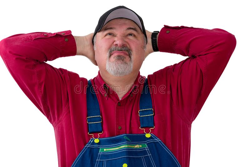 Фермер или работник в прозодеждах смотря вверх стоковые фотографии rf