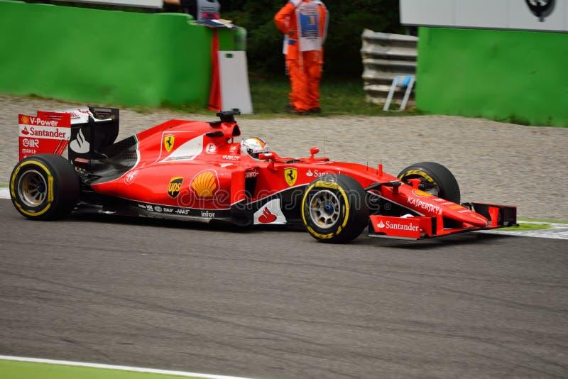 Феррари SF15-T F1 управляемый Sebastian Vettel на Монце стоковые изображения
