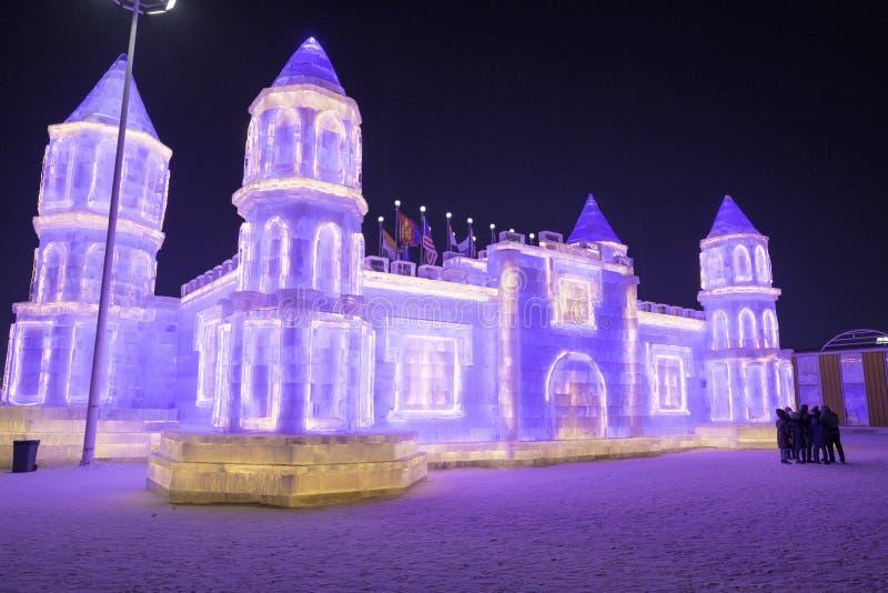 Фестиваль 2018 льда Харбин - здания льда и снега 'ªèŠ› °é † å é™ ½› ¨å» æ» «ˆå° å… фантастические, потеха, sledging, ноча, фарфор стоковые изображения rf
