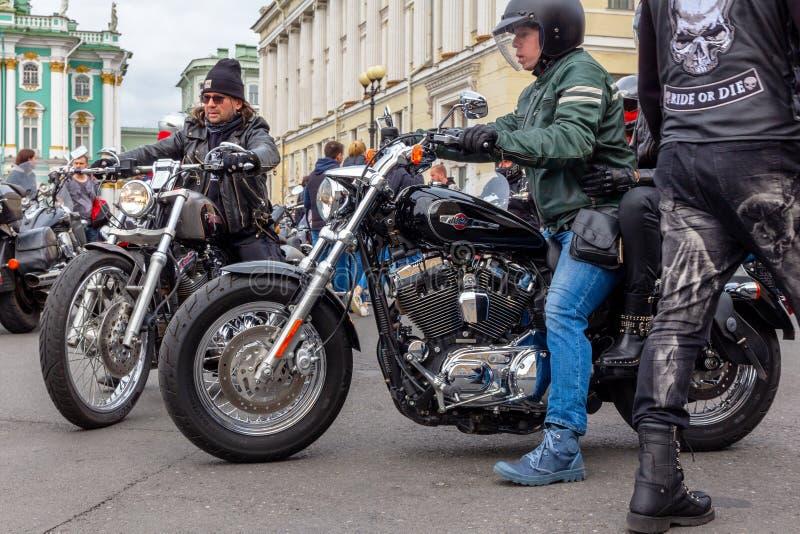 Фестиваль мотоцикла Harley-Davidson - велосипедисты и мотоциклы стоковые фото