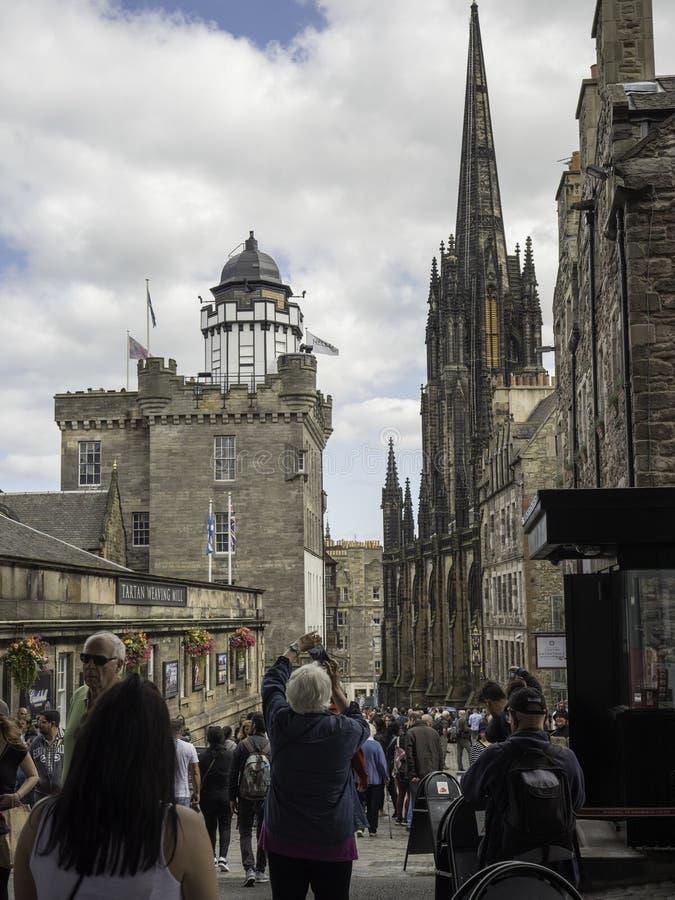 Фестиваль Эдинбурга в королевской миле стоковое фото