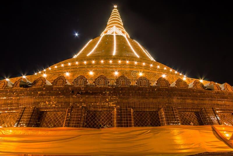 Фестиваль Phra Pathom Chedi, Amphoe Mueang, Nakhon Pathom, Таиланд на November20,2018: Осветите вверх Phra Pathom Chedi Красивое  стоковые фото