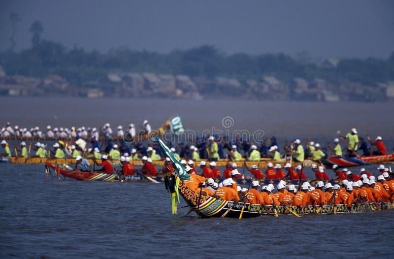 Фестиваль воды и луны в Пномпень Камбодже стоковые фотографии rf