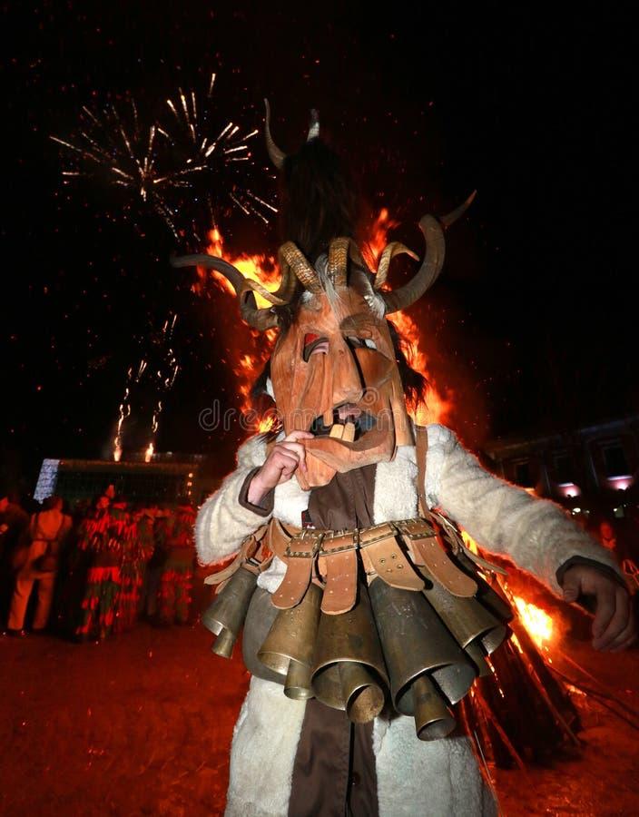 Фестиваль игр Surova Masquerade в Breznik, Болгарии стоковая фотография