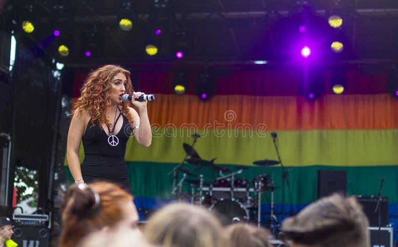Фестиваль 19-ое августа 2017 LGBT гордости Doncaster, Донна Ramsdale, Jess стоковое изображение rf