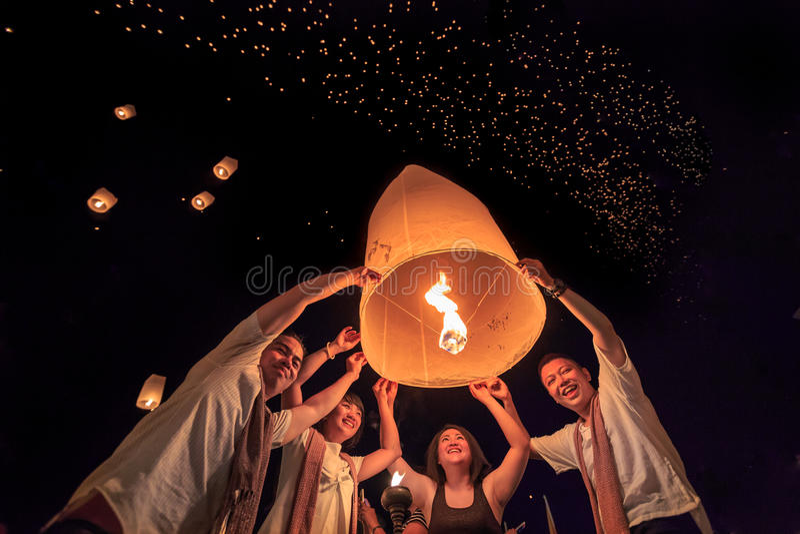 Фестиваль Yee Peng на провинции Chiangmai, Таиланде стоковое фото rf
