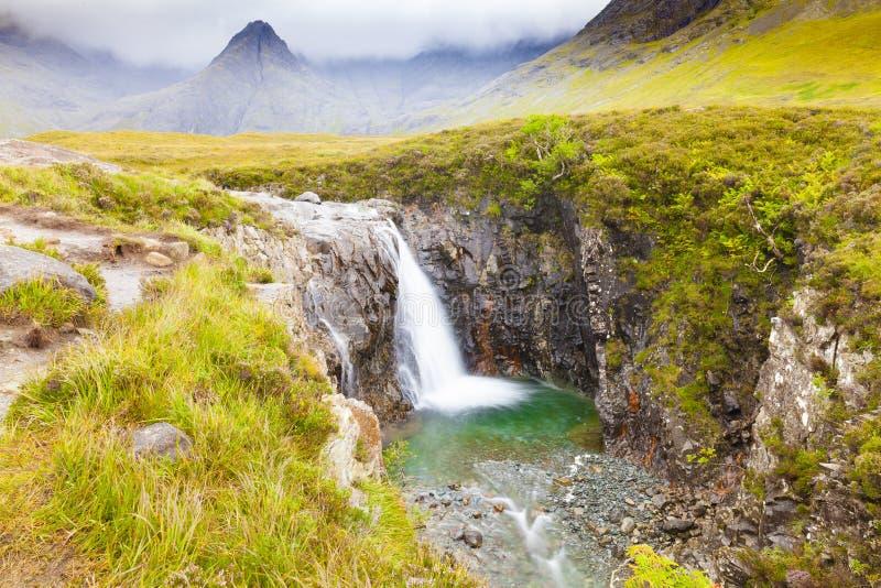 Фея складывает тропу вместе с островом Шотландией Skye водопада стоковое изображение