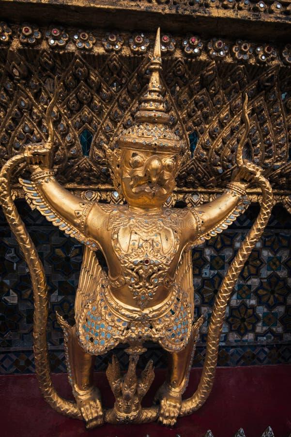 Фея garuda, на виске prakeaw Wat, в Бангкоке, Таиланд стоковое изображение rf