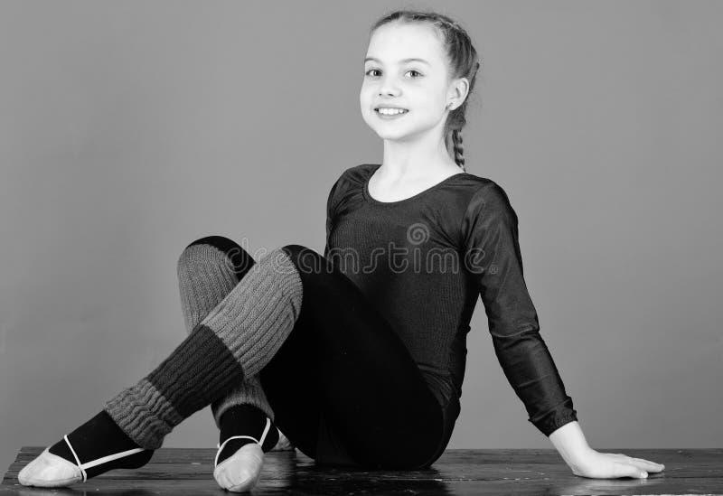Физкультура и гимнастика Рассчитайте поминутно для того чтобы ослабить Гибкое тело Спорт звукомерной гимнастики girlish Звукомерн стоковое изображение