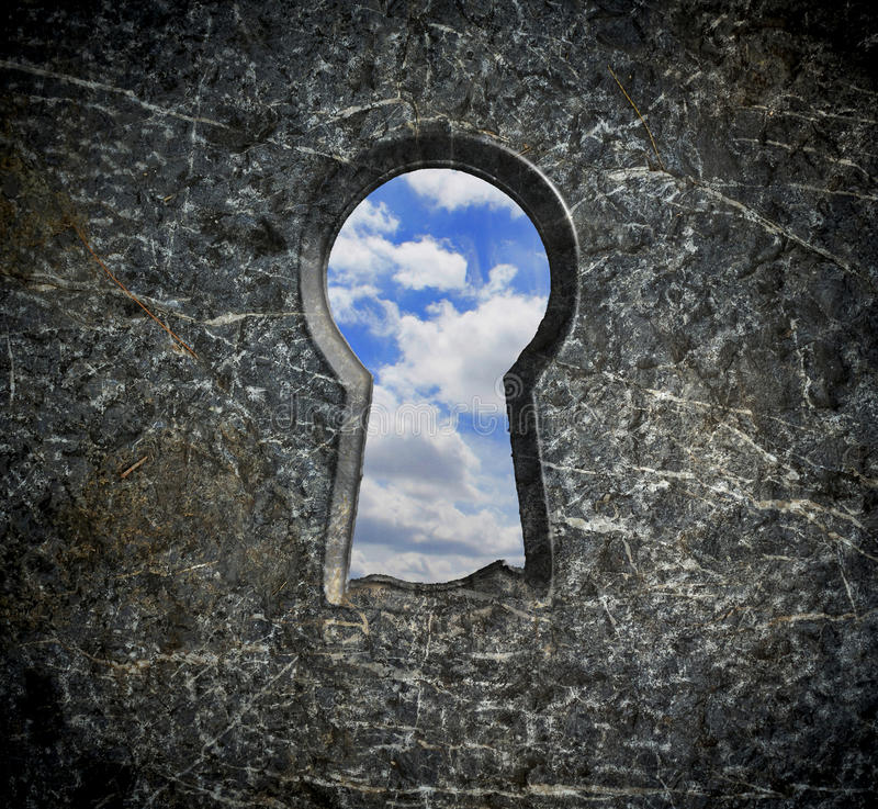 Фиксировать каменное излишек голубое небо стоковые изображения rf