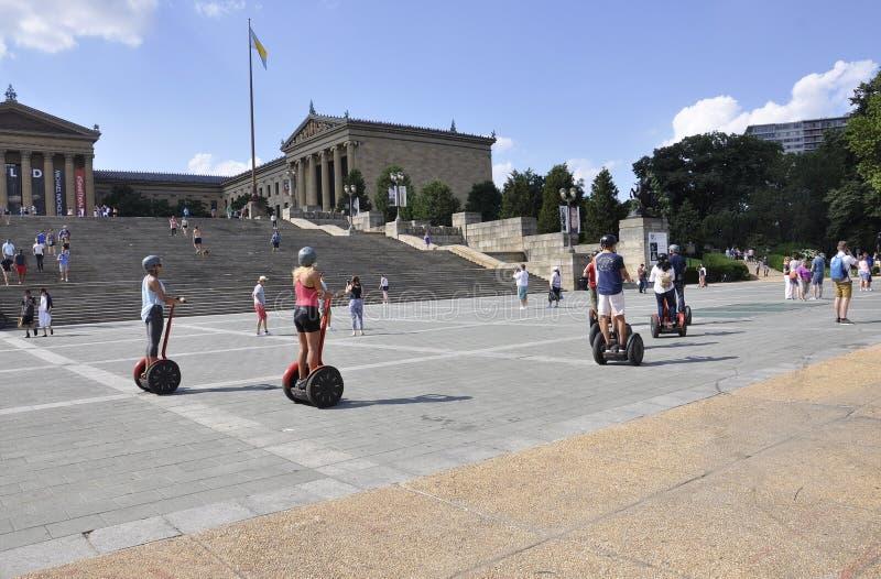 Филадельфия, PA, 3-ье июля: Всадники Segway собирают городскую Филадельфию в Пенсильвании США стоковая фотография