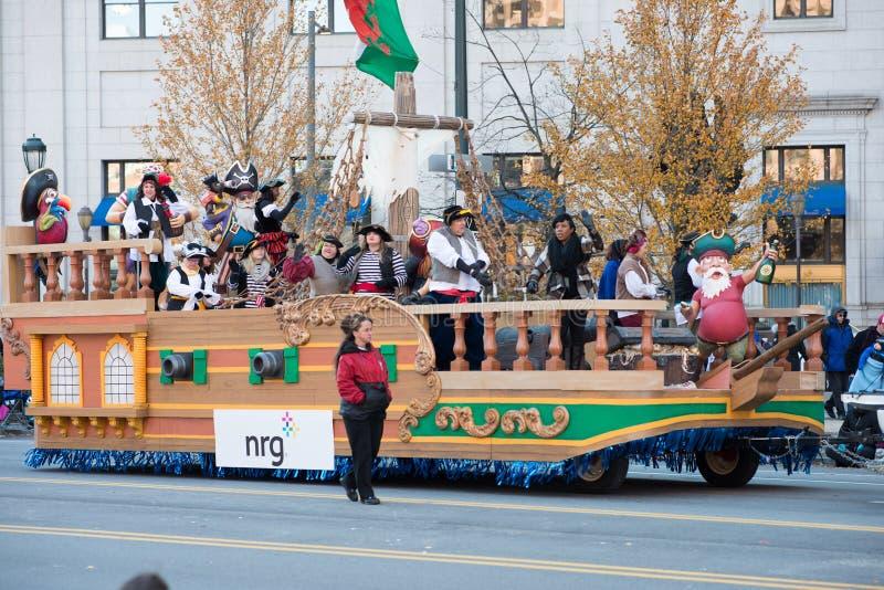 Download Филадельфия, PA - 23-ье ноября 2017: Ежегодный парад официальный праздник в США в память первых колонистов Массачусетса в разбиво Редакционное Стоковое Изображение - изображение: 104492309
