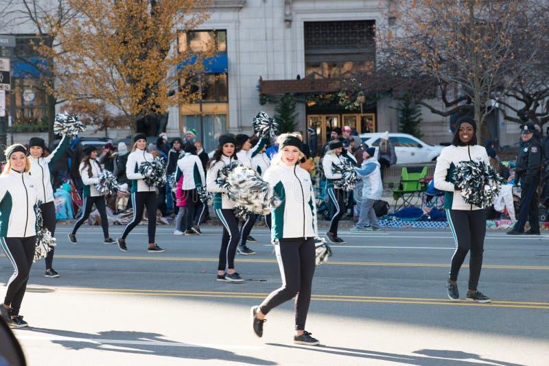 Download Филадельфия, PA - 23-ье ноября 2017: Ежегодный парад официальный праздник в США в память первых колонистов Массачусетса в разбиво Редакционное Стоковое Изображение - изображение: 104492484