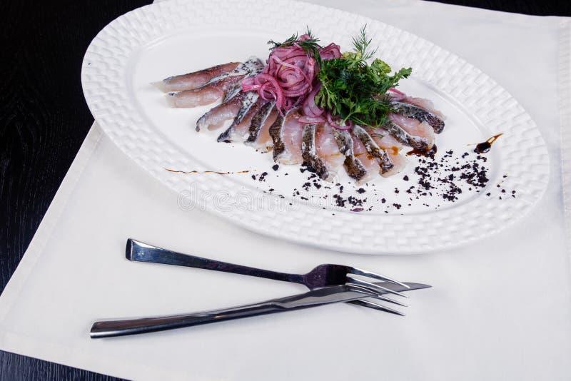 Филе рыб с луками и укропом стоковое фото