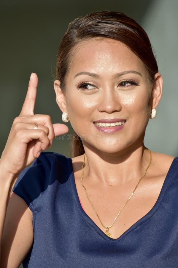 Филиппинка женская имеющ идею стоковое фото rf