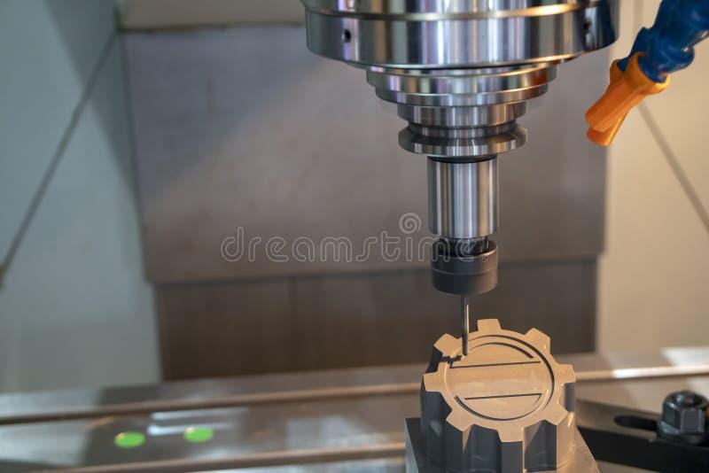 Филировальная машина CNC режа графитовый электрод стоковые фотографии rf