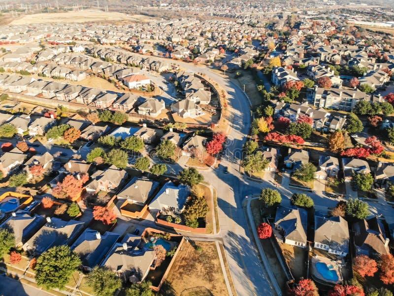 Фильтрованный район и рост взгляда сверху изображения жилой в сезоне осени на севере Даллас стоковые изображения rf