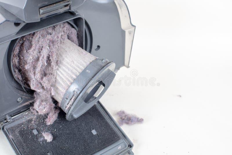 Фильтр пылесоса и пыль, взгляд высокого угла стоковая фотография