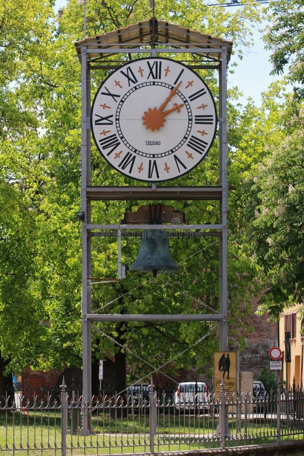Финал Emilia, Модена, Италия, общественные часы стоковое фото
