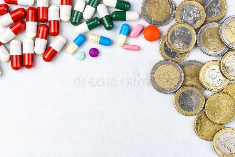 Финансирование здравоохранения Медицина, финансы, здравоохранение и незаконный оборот наркотиков - медицинские таблетки или лекар стоковые изображения rf