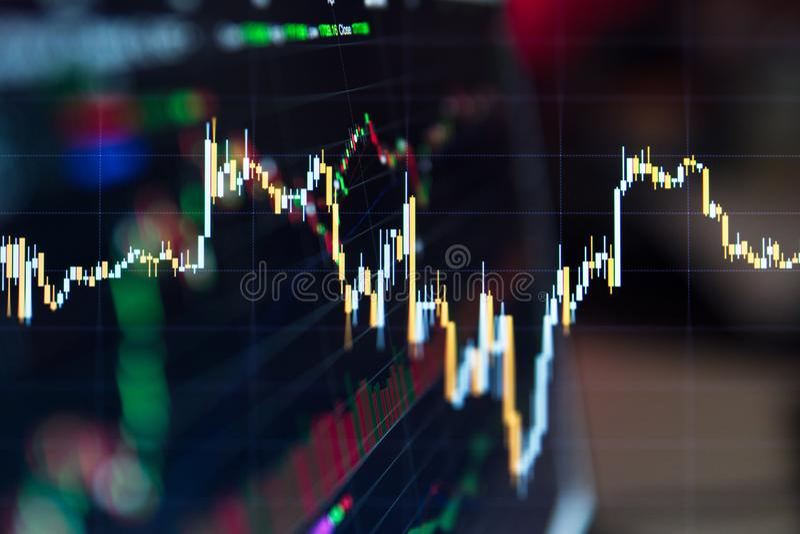 Финансовая диаграмма с поднимающей вверх диаграммой линии тренда стоковое фото rf