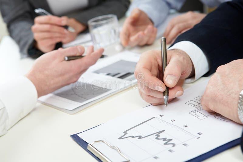 финансовохозяйственные графики стоковые фотографии rf